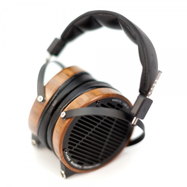 Audeze-LCD2-Boo-Leather-SeatedFoggy